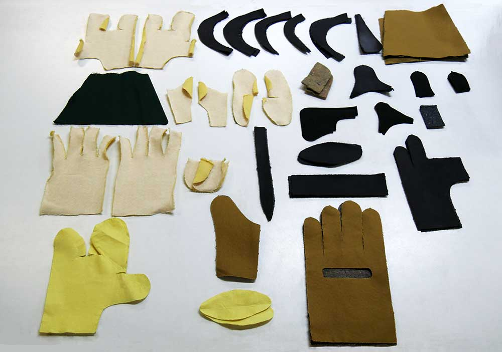 What are the manufacturing stages of a pair of ROSTAING gloves?